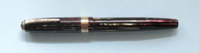 PARKER DUOFOLD VACUMATIC, BURGUNDY AND BLACK STRIATED, DEBUTANT SIZE